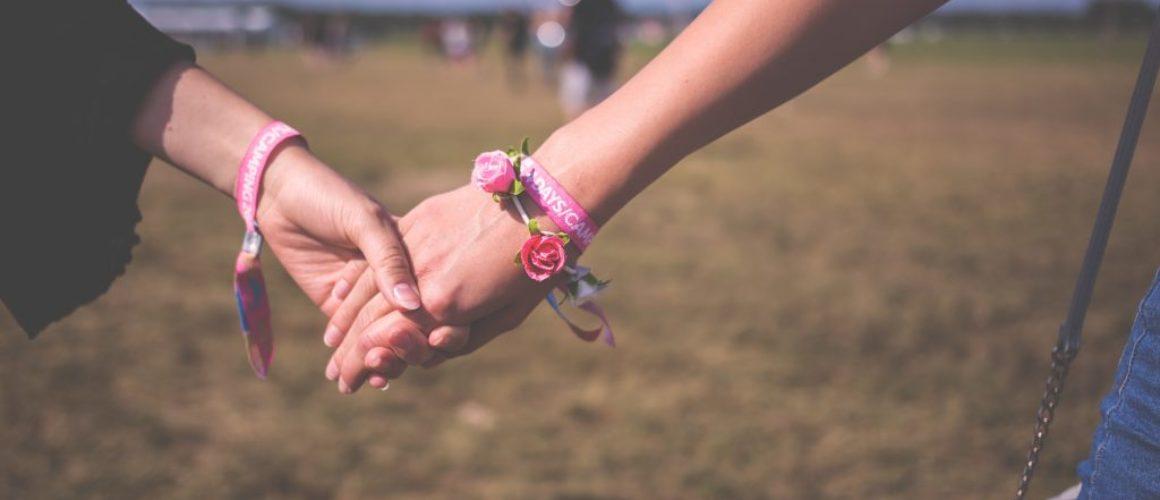 friends-friendship-hand-118033